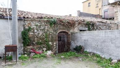 Rif. 433 - Tripi Campogrande - Rudere uso deposito in VENDITA