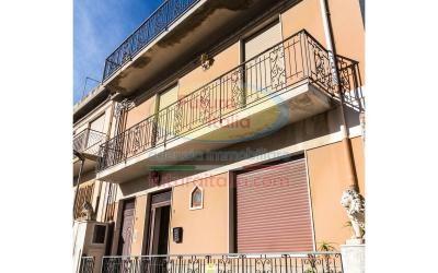 Rif. 436 | Terme V.  Edificio costituito da n. 3 appartamenti