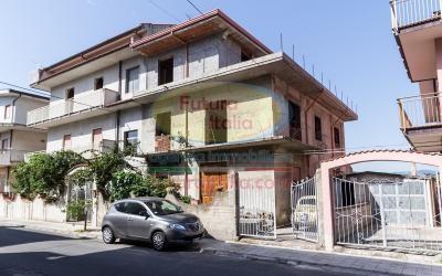 Rif. 424 | Terme Vigliatore | Parziale edificio con ampio cortile