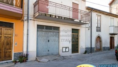 Rif. 455 - Rodì Milici - Appartamento piano terra con ampio cortile in VENDITA