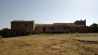 Rif. 306 - Tripi - Antico borgo di fabbricati rurali con ampio terreno in VENDITA