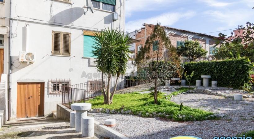 Rif. 466 - Furnari - Appartamento arredato, a P.T. con cortile in VENDITA