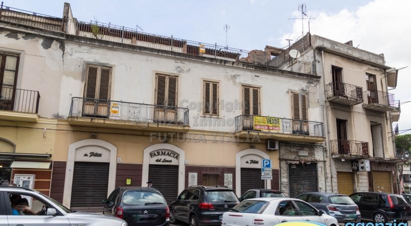 Rif. 450 - Barcellona P.G. - In zona centralissima ampio intero piano primo in VENDITA