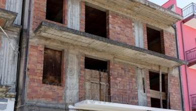 Rif. 388 - Terme Vigliatore - Intero fabbricato, zona centralissima, in VENDITA