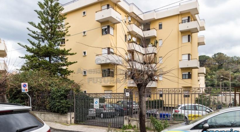 Rif. 469 - Barcellona Pozzo di Gotto - Ampio appartamento uso abitazione o ufficio, a P.T. rialzato in VENDITA